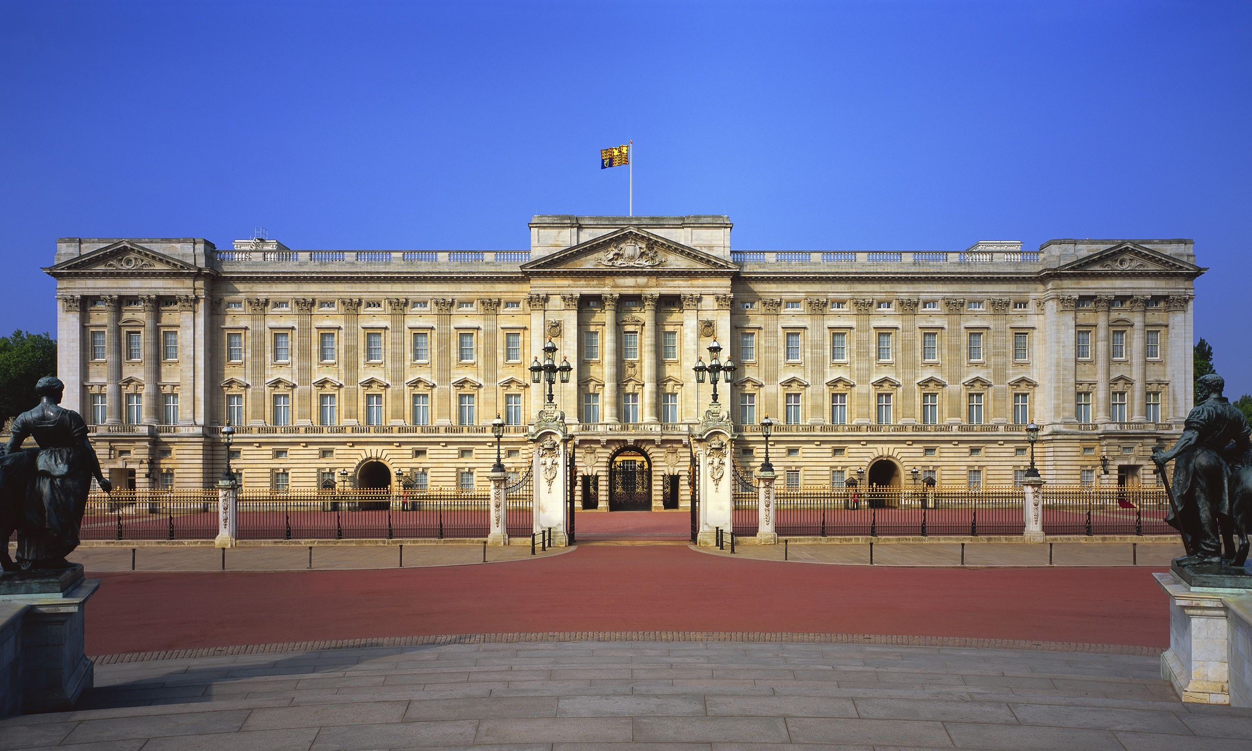 . Buckingham Palace and the Royal Family   Clink Hostels