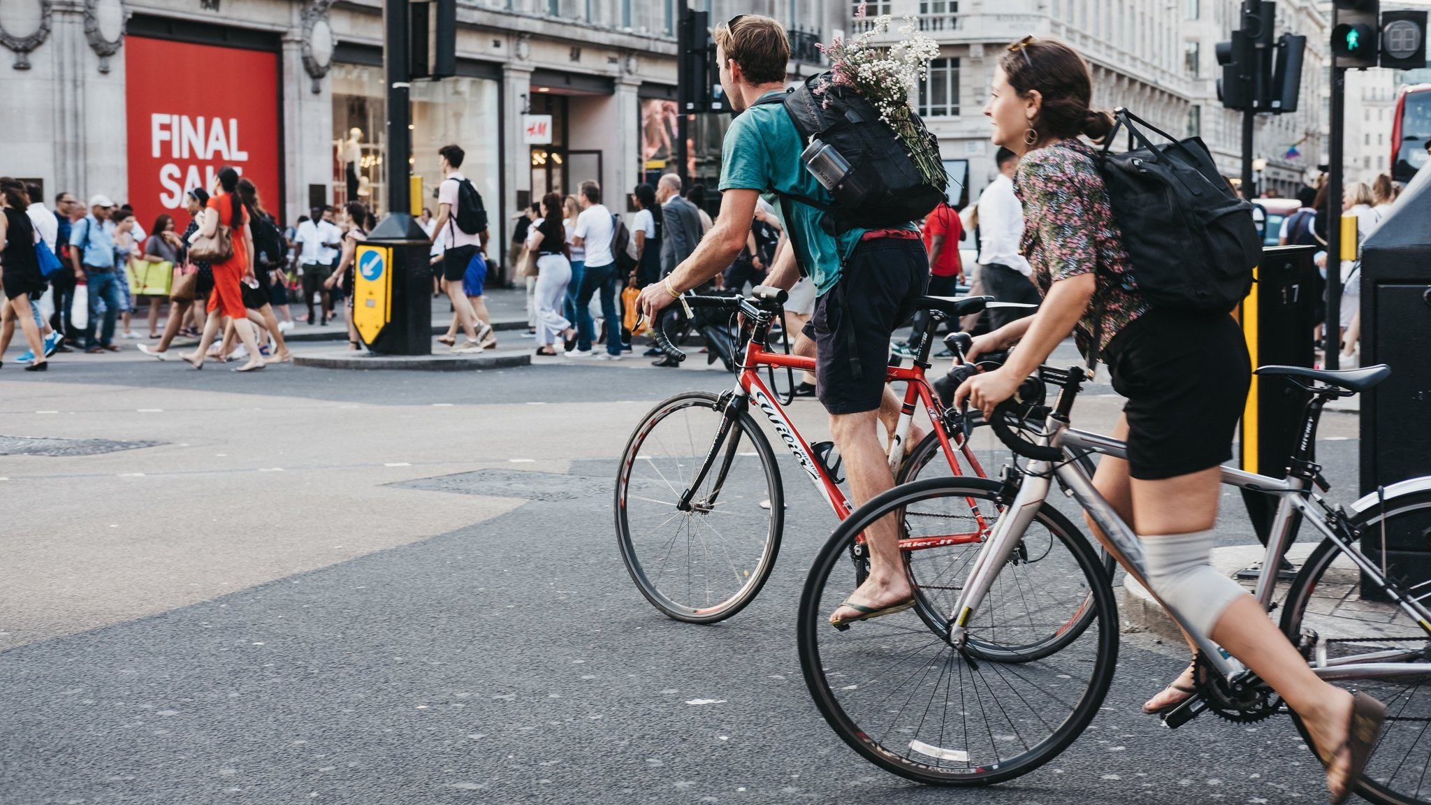 Cycling in Central London | 101 Guide to Safe Cycling Around London | Clink Hostels