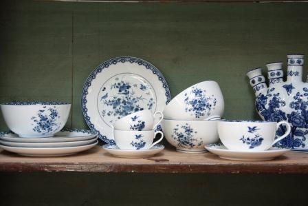 Delft inspired cups | 8 Mother's Day Gifts from Amsterdam | Clink Hostels