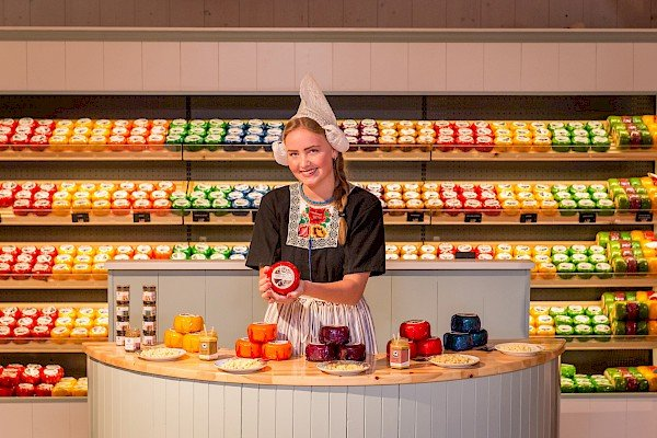 Gouda Cheese | 8 Mother's Day Gifts from Amsterdam | Clink Hostels